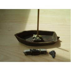 43 - TH52 - 28mm Boat with accessories (mast, folded sail, anchor, crates etc) Painted or Unpainted